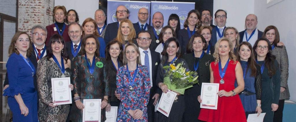 Carmen Capilla, mediadora en Madrid, recibe la Medalla al Mérito Profesional